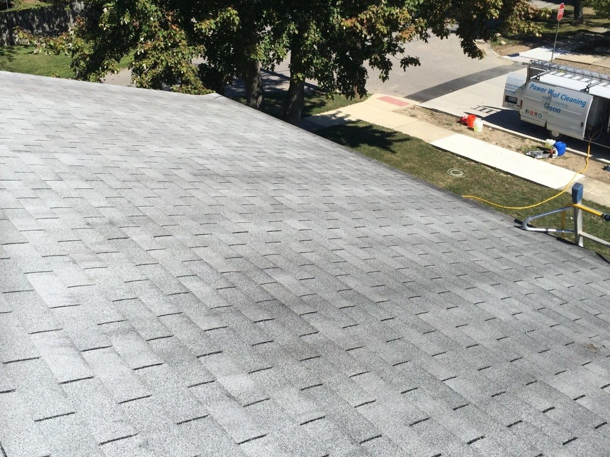 shingle roof cleaning before1 e1456327615116
